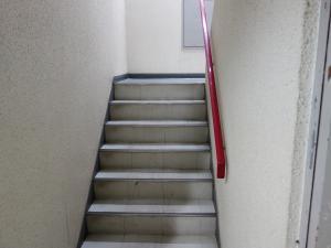 日宝内淡路ビル階段