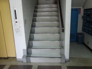 寛永ビル階段