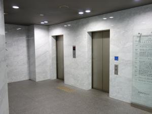 クリスタファイブビルエレベーター