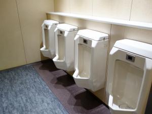パシフィックマークス江坂ビル男子トイレ