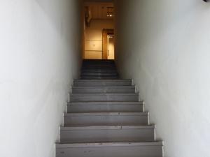 RE-001階段