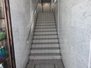 リップル天満橋ビルエントランス階段