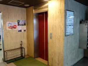 兼吉本館ビルエレベーター