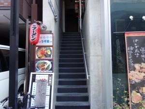 タケウチアバクスビル2階専用階段(エレベーター2階から)