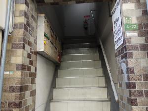 日宝岩井町ビル階段