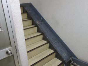 日宝清水町ビル階段