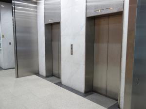 辰野新大阪ビルエレベーター