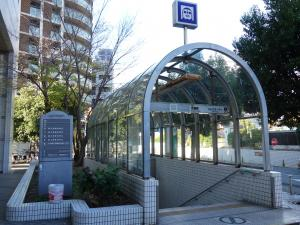 都島住宅京橋ビル地下出入口