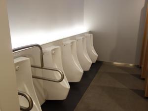 なんばスカイオ男子トイレ