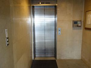 新大阪ウエストビルエレベーター