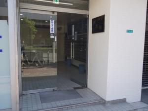 フルーレ新大阪ビルエントランス