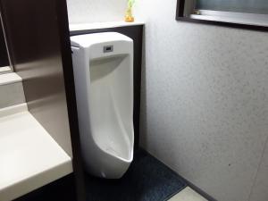 本町DSビル男子トイレ