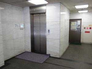 第12新興ビルエレベーター