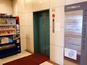 プラザ梅田ビルエレベーター