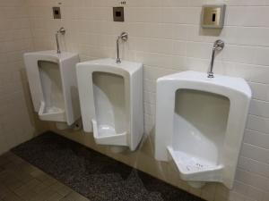プレシデントビル男子トイレ