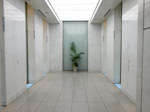 大阪証券取引所ビルエレベーターホール