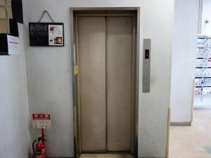 阪急東ビルエレベーター