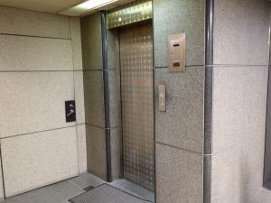 古久根信濃橋ビルエレベーター