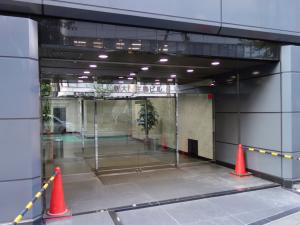 NLC新大阪アースビルエントランス
